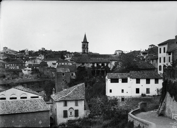 [Viterbo (Italy), general view of town]