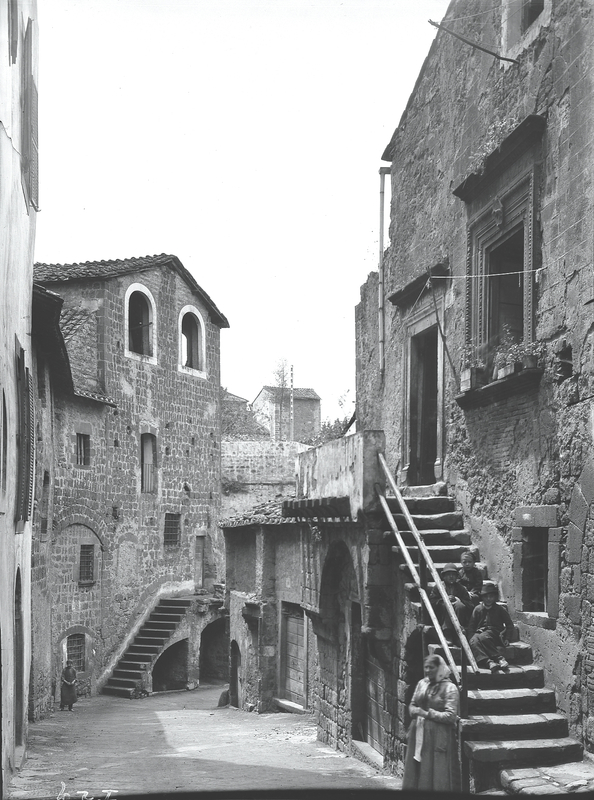 [Viterbo (Italy), medieval houses]