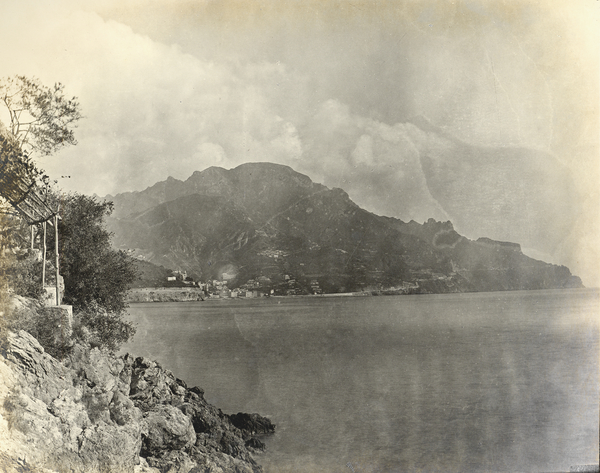 [Amalfi (Italy)?, general view of the coast]