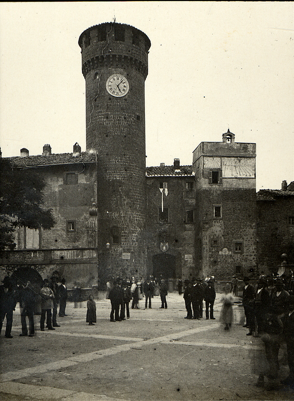 [Bagnaia (Italy), Piazza XX Settembre with people]