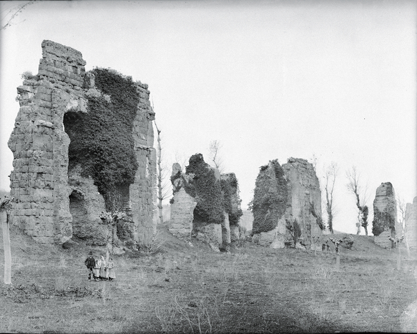 [Campagna di Roma (Italy), arches of aqueduct with peasants]
